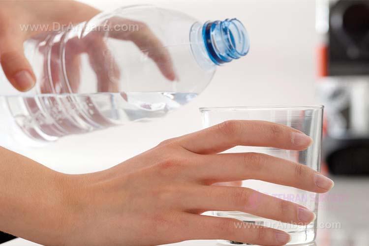 ننوشیدن آب کافی