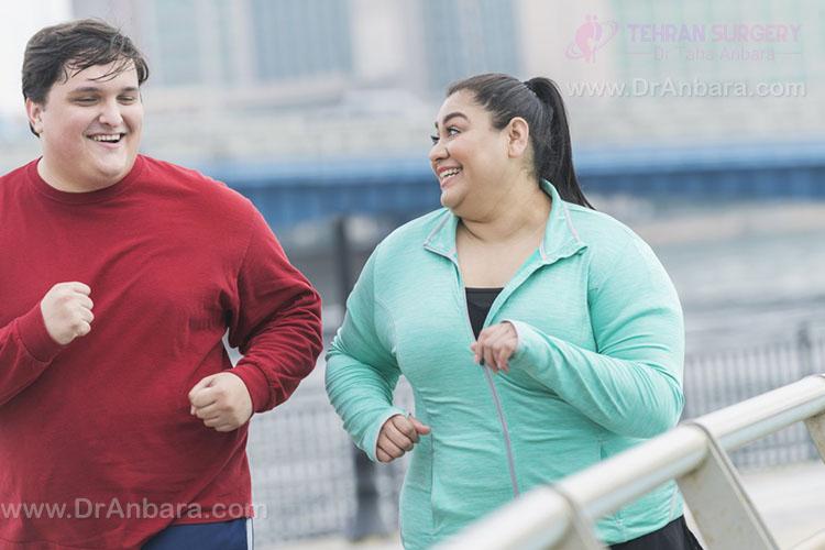 تصویر یک زوج چاق در حال ورزش