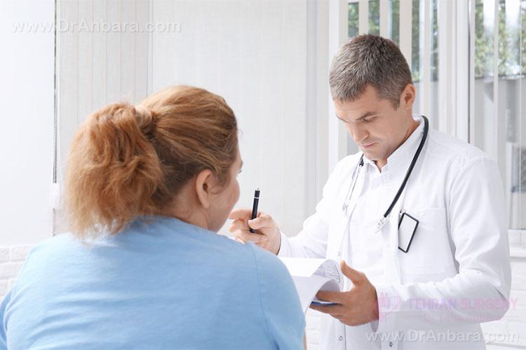 تصویر یک بیمار در حضور پزشک